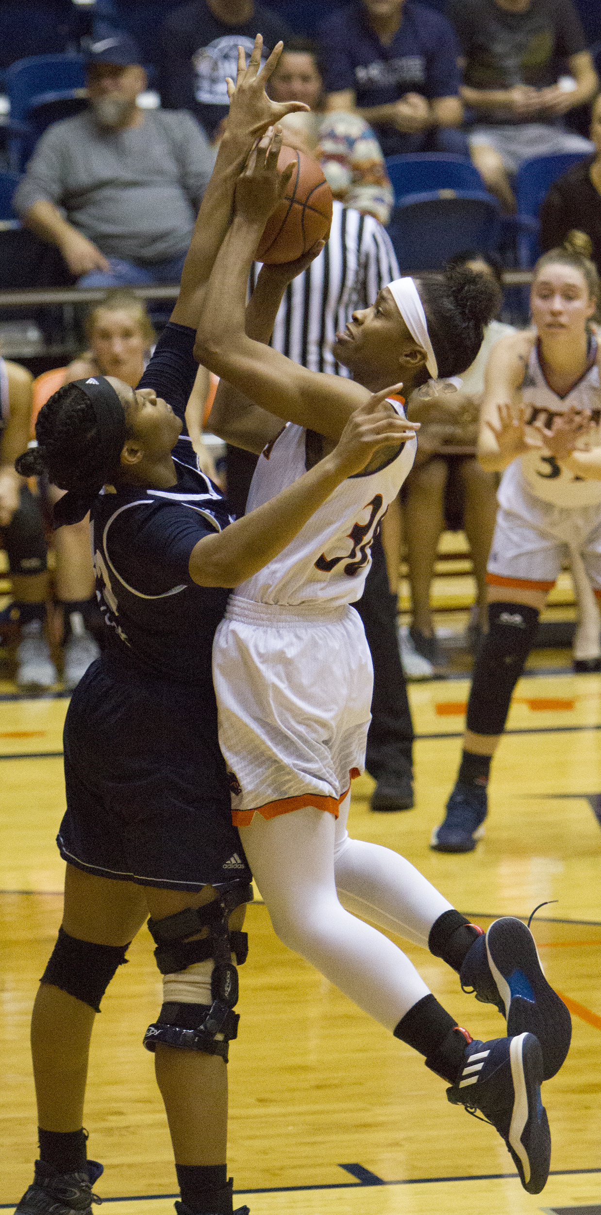 Women's basketball suffers fourth straight loss | The Paisano