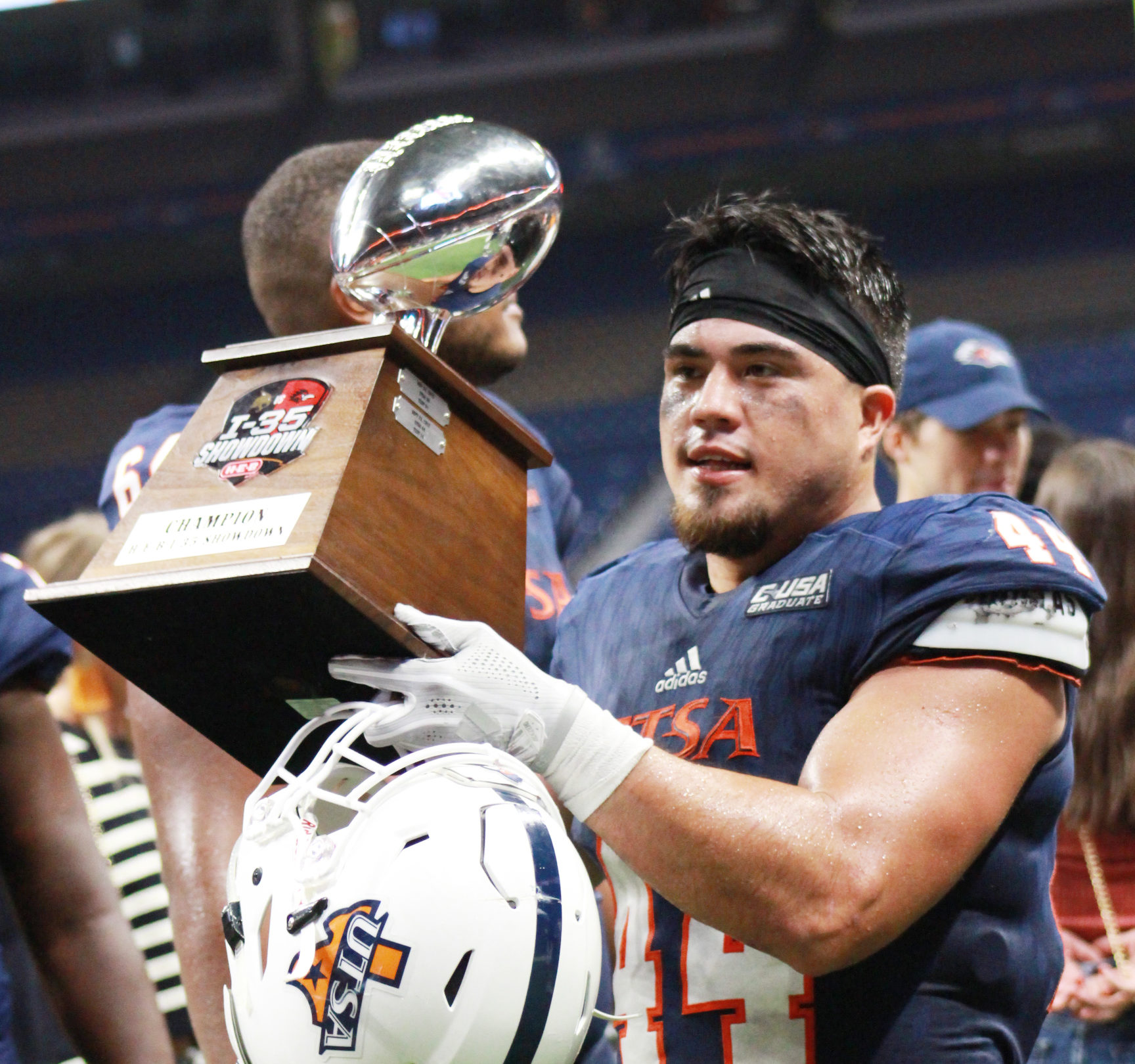 Les Maruo holding the I-35 Showdown Trophy after Saturday's win.