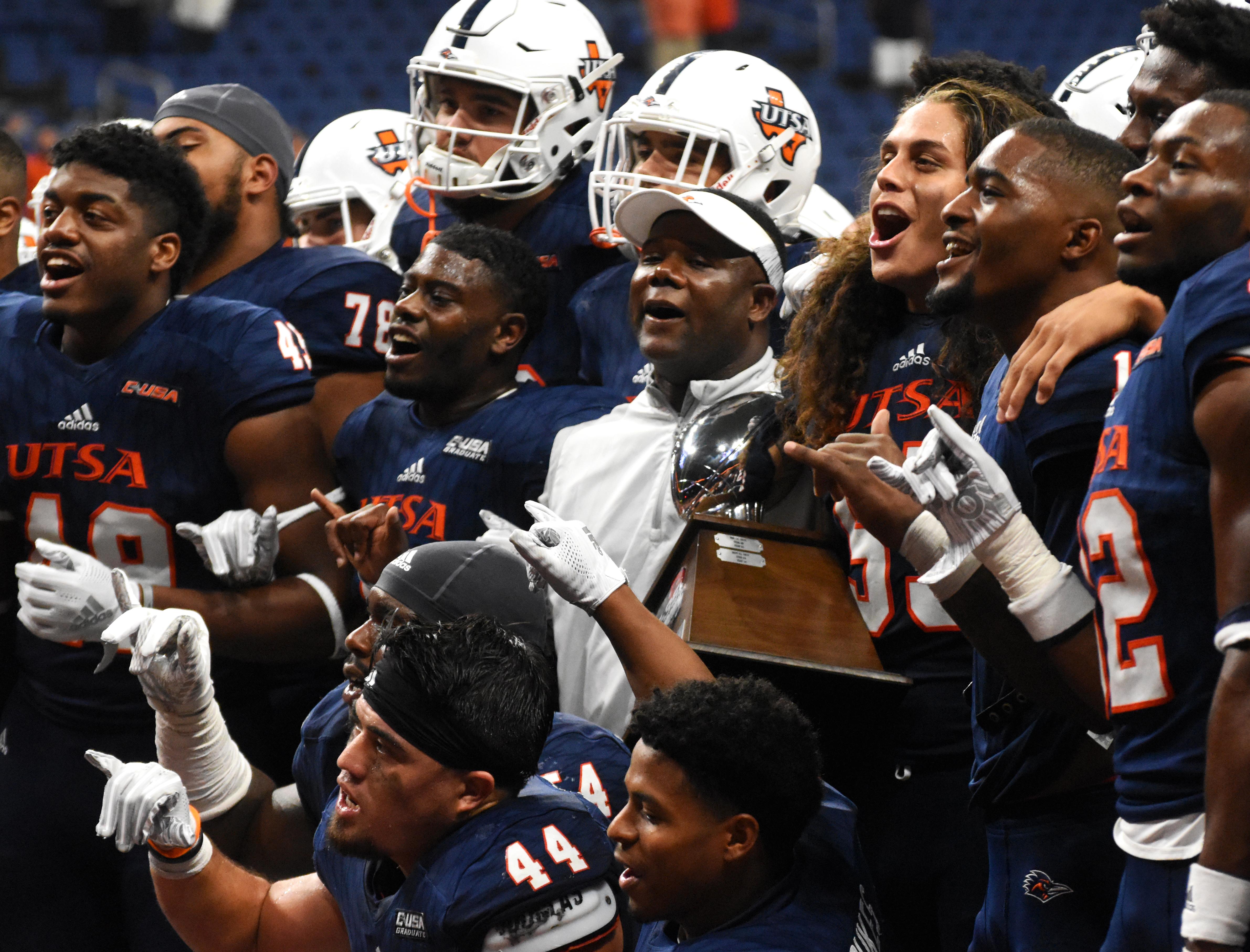 UTSA football players celebrating victory