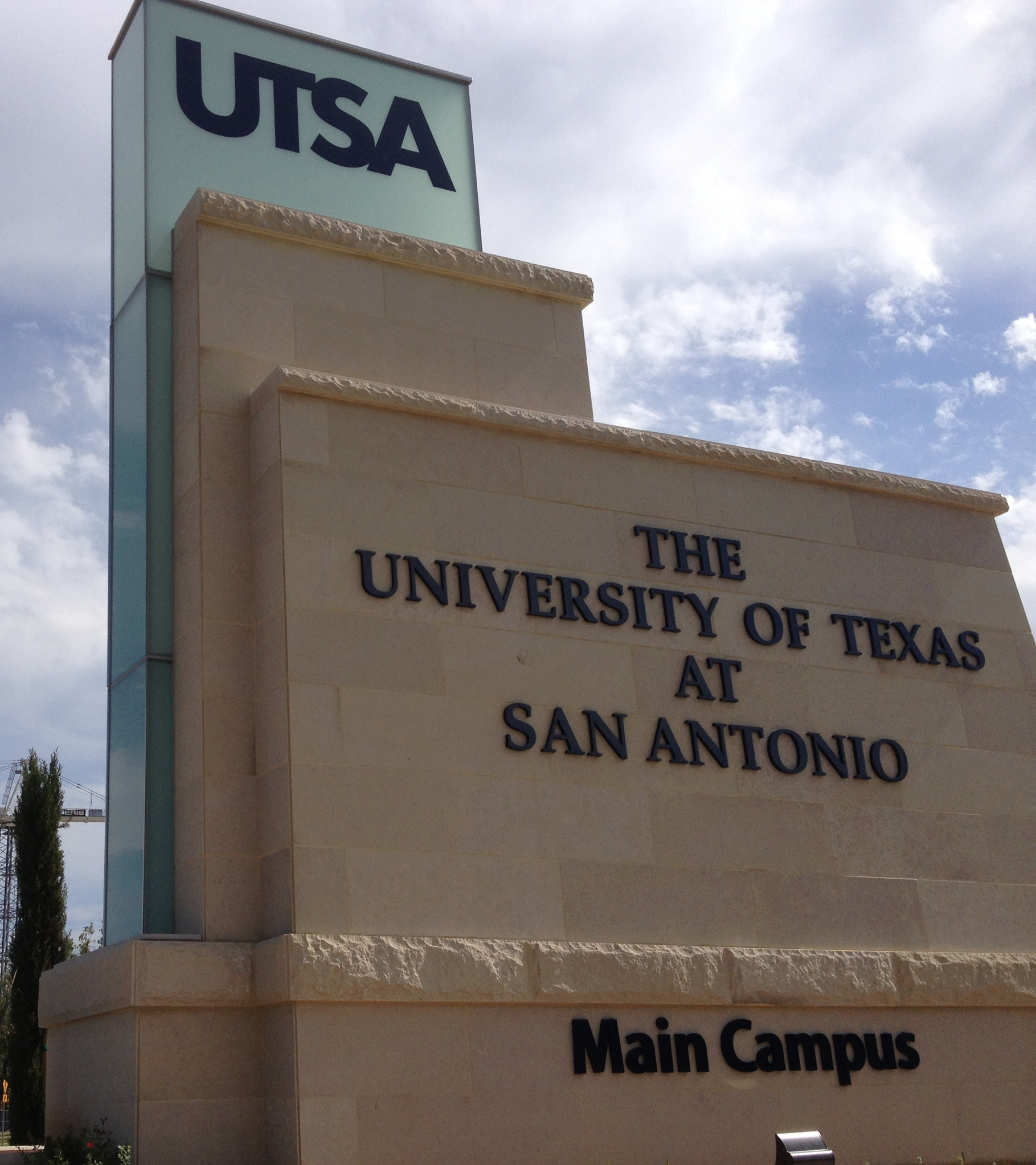 UTSA entrance sign