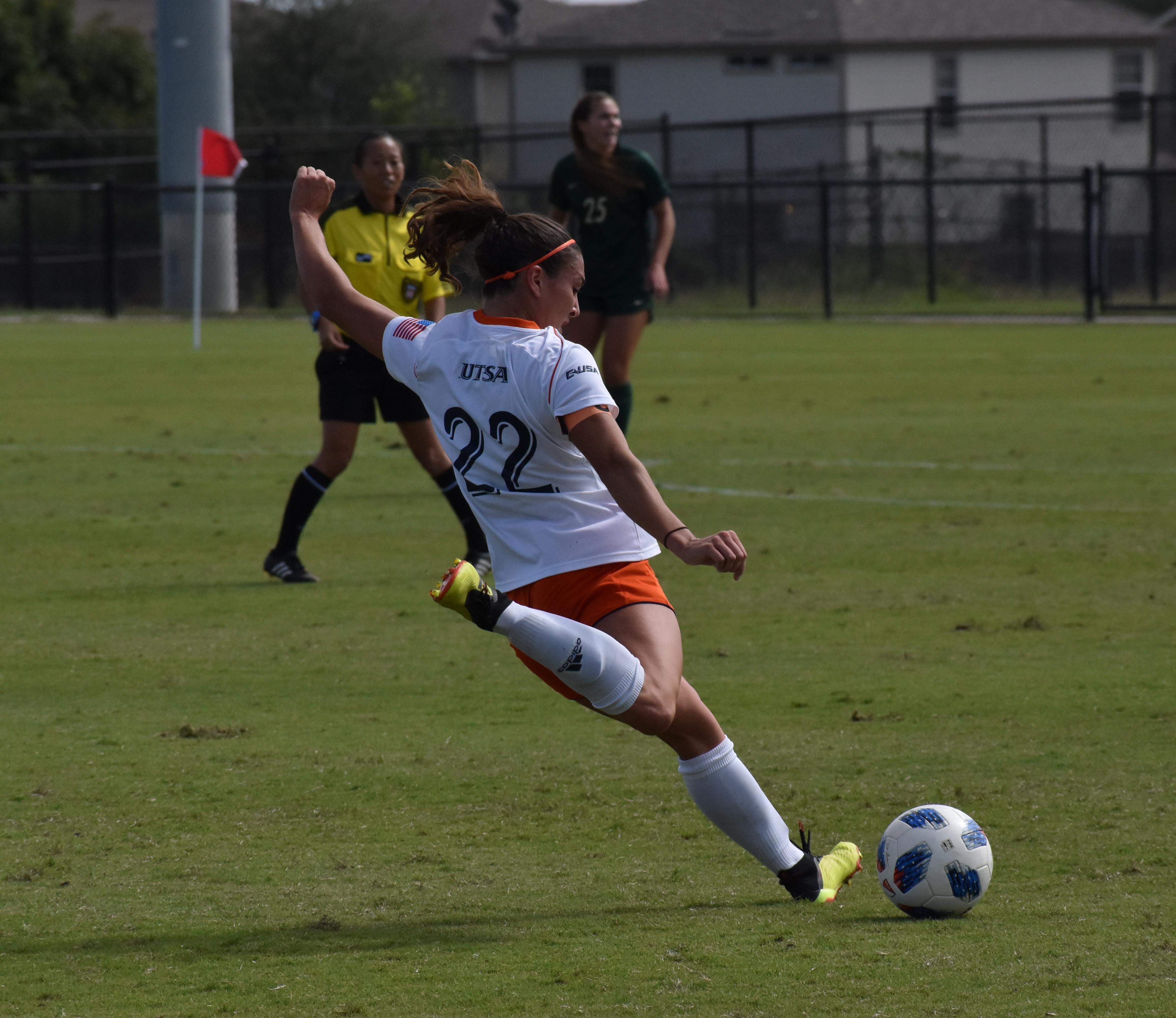 Sarah Bayhi about to kick a ball.