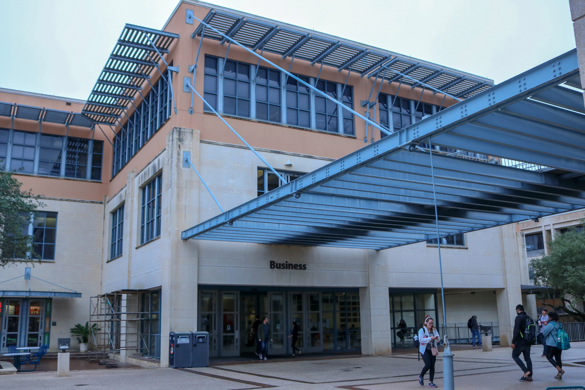 A college of business professor wants a requirement of faculty senate approval.