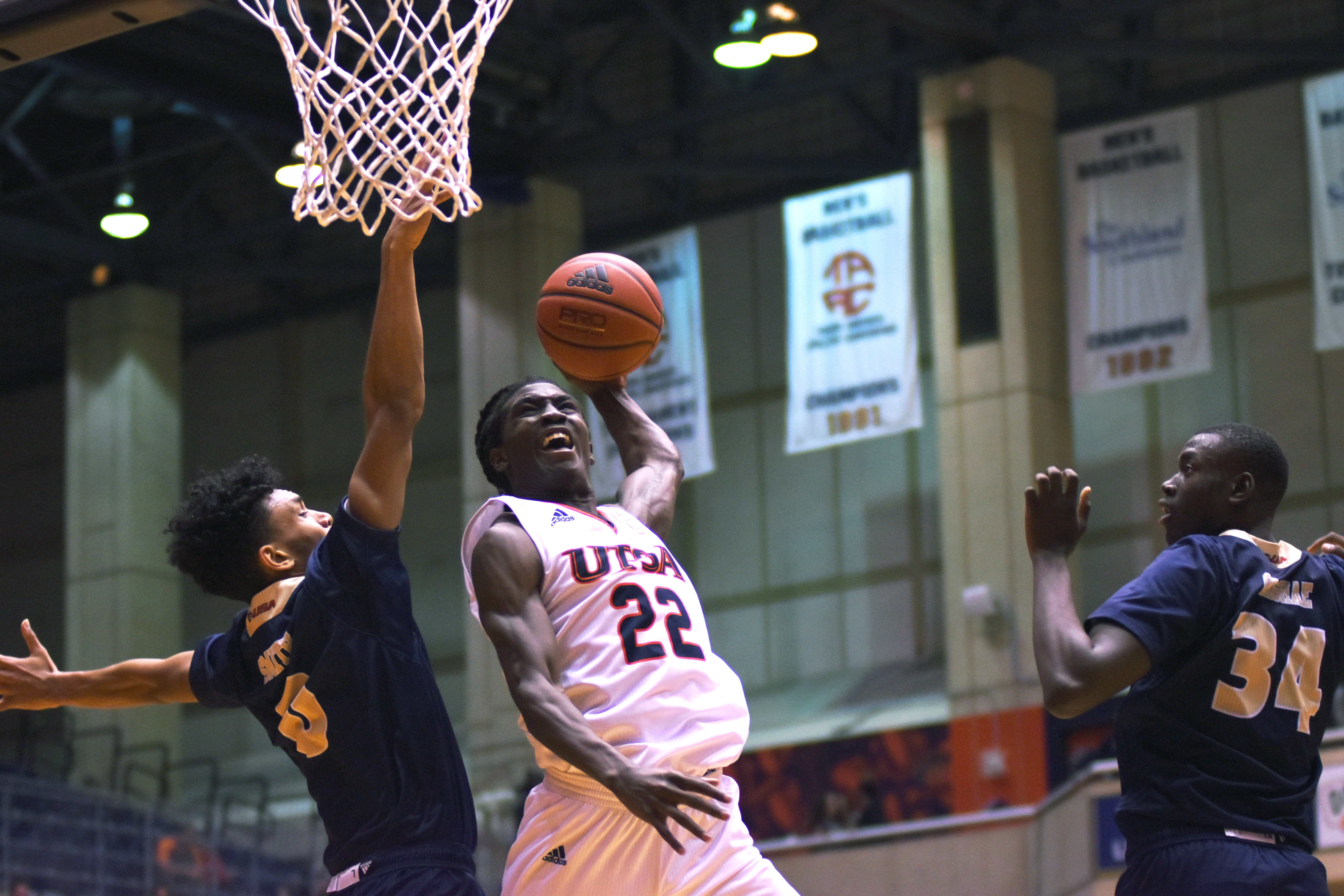 Keaton Wallace dunks on Florida International University.