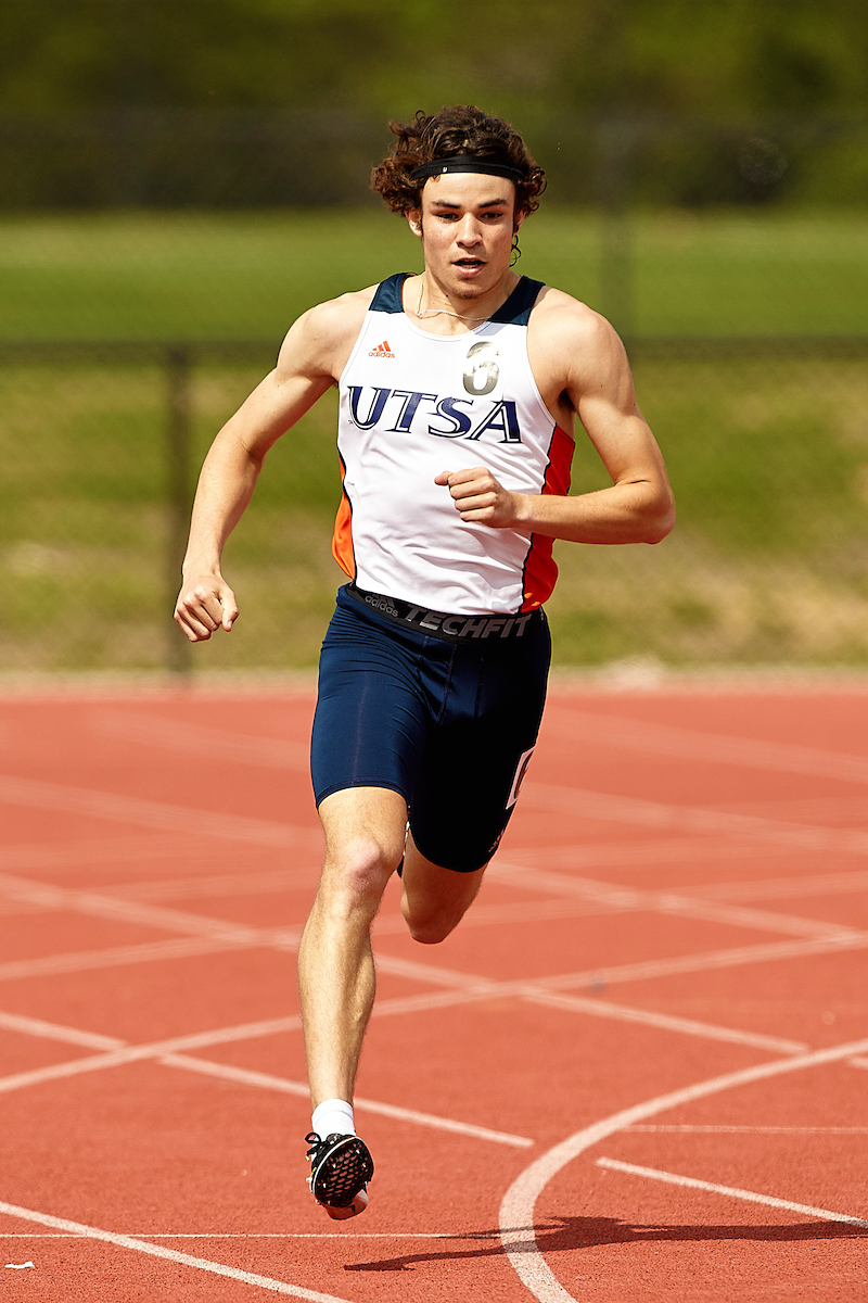 Luca Chatham runs towards the finish.