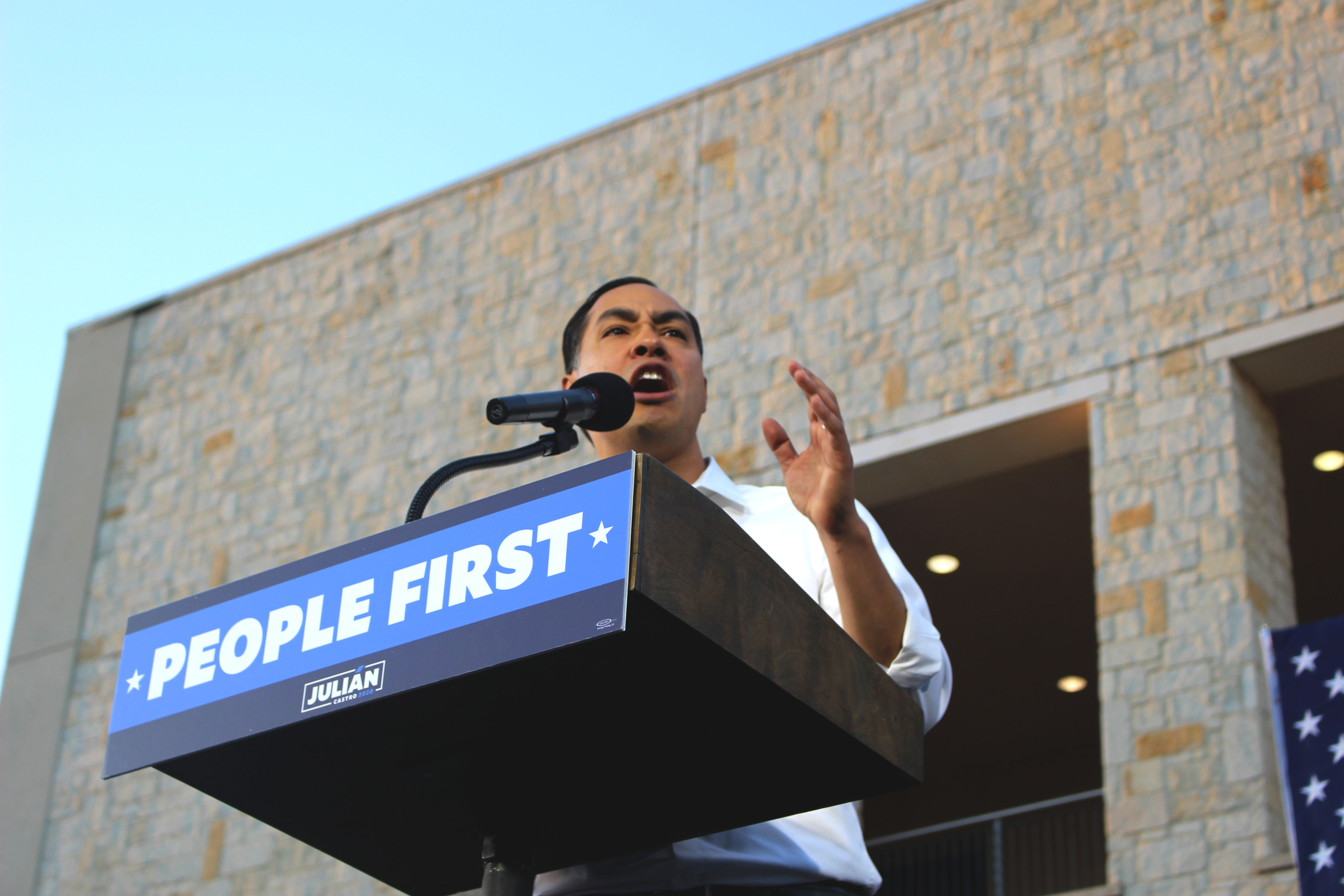 Julián Castro opening his #PeopleFirst rally.